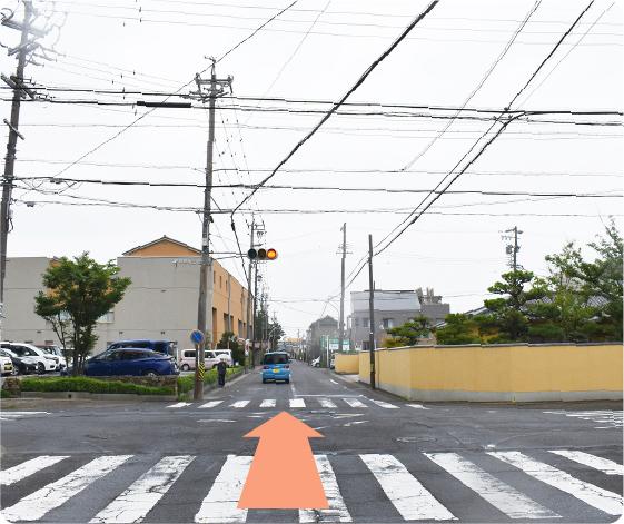 碧南市役所方面より文化会館前の手前交差点を右折、次の交差点直進